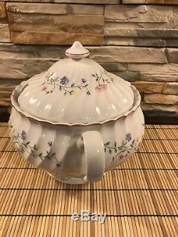 Beautiful And Rare JOHNSON BROTHERS SUMMER CHINTZ Tureen w Lid Made in England