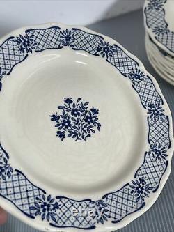 JOHNSON BROTHERS BLUE JARDIN Floral Pattern 38 piece SET SERVICE for 8