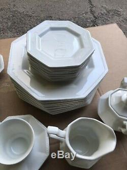 JOHNSON BROTHERS HERITAGE WHITE ENGLAND 8 SETTINGS Plus Serving Pcs