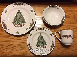 Johnson Brothers 16-Piece Victorian Christmas Dinner Set NEW IN THE BOX (s)