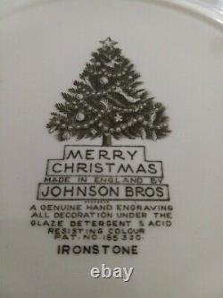 Vintage Johnson Brothers Merry Christmas 8 Dinner Plates, 10 5/8 GR/25